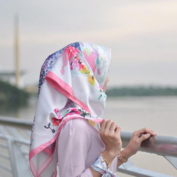 """Two Face of Hijab Printed Square 45"""" Mix Satin and Chiffon"""